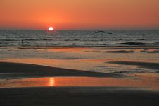 Free Sunset On The Beach Royalty Free Stock Photos - 8110268