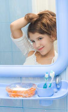 Free Teen Girl In Bathroom Stock Photos - 8112383