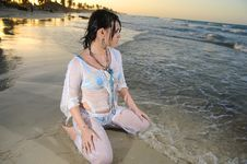 Free Wet Woman On The Beach Royalty Free Stock Images - 8112439
