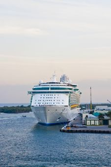Free Cruise Ship Tied To Dock Royalty Free Stock Image - 8116586