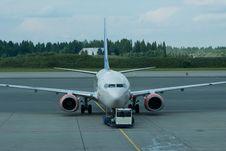 Free Passenger Airplane Being Pushed Back Stock Photo - 8119690