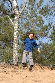 Free Girl  Jumping Stock Images - 8133994