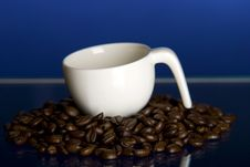 Free Coffee Cup And Beans Royalty Free Stock Photography - 8139837