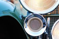 Free Retro Car Close-up Royalty Free Stock Photos - 8139848