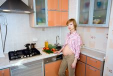 Free Healthy Pregnancy Royalty Free Stock Image - 8148606