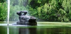 Fountain And Sculpture Of Woman Royalty Free Stock Photography