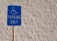 Free Handicap Parking Sign With White Textured Backgrou Royalty Free Stock Images - 8154789