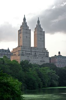 Free Hotel Towering Over Central Park Stock Photography - 8158082