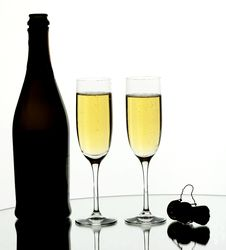 Free Two Glasses Of Champagne Royalty Free Stock Photos - 8159988
