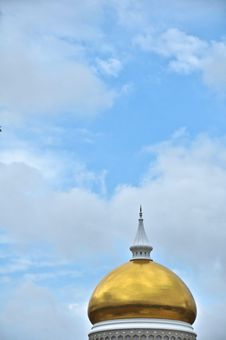 Free Golden Mosque Dome Royalty Free Stock Photography - 8162187