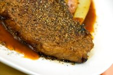 Free T - Bone Steak With Fresh Salad And Red Potatoes Stock Photos - 8167363