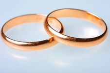 Free Two Golden Wedding Rings Royalty Free Stock Images - 8172489