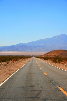 Free Desert Road Stock Photography - 8178042