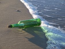 Free Message In A Bottle Royalty Free Stock Photography - 8178437