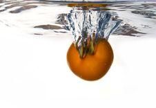Free Tomato Dropped Into Water Stock Photos - 8179273
