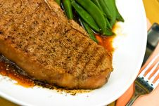 Free T-Bone Steak With Fresh Green Beans And Red Potato Stock Photography - 8181192
