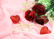 Free Roses And Pearls Royalty Free Stock Photo - 8181815