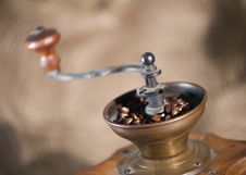Free Old-fashioned Coffee Grinder Royalty Free Stock Photos - 8183178