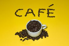 Free Caf� Written With Beans On Yellow Royalty Free Stock Image - 8183336
