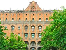 Free Red Brick Facade Of The Ukraine Hotel Royalty Free Stock Photography - 8185557