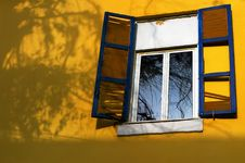 Free Old Window Stock Photo - 8187700