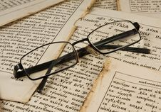 Free Glasses On The  Book Pages Stock Photo - 8192060