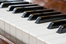 Free Piano Keyboard Royalty Free Stock Image - 8193736