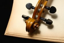 Free Fiddle Royalty Free Stock Photo - 8194595