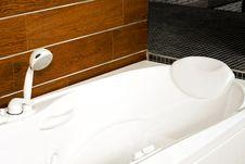 Free Wooden Bathtub Stock Images - 8196764