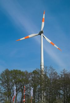 Free Wind Turbine Against Blue Sky Royalty Free Stock Photos - 820308