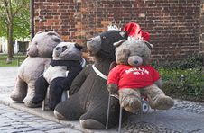 Free Teddy Bears On Berlin Street Royalty Free Stock Image - 824636
