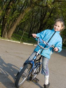 Free Child  On Bicycle Stock Image - 827361