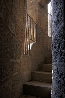 Free Narrow Stairs Royalty Free Stock Images - 827819