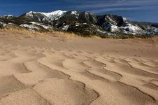 Free Sand Mountains And Sky Royalty Free Stock Photography - 828767