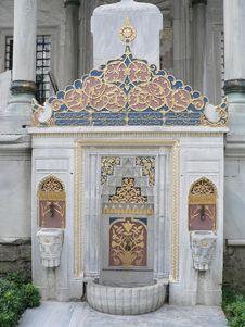 Free Fountain At Topkaki Palace Stock Photography - 828922
