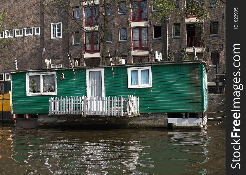 Green houseboat on Amstel