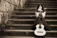 Free Young Guitar Performer Royalty Free Stock Photography - 8202247