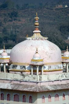 Free Dome Of An Indian Temple Stock Photography - 8205102