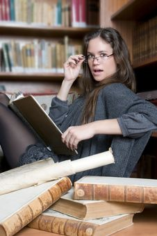 Beautiful And Fashion Woman In The Library Reading Stock Photos