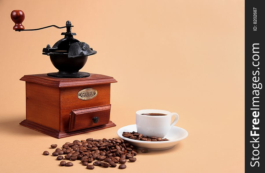 Coffee grinder and cup with fragrant coffee