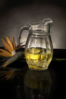 Free Glass Pitcher With Lemonade Stock Images - 8211564