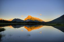 Free Mountain Lake At Dawn Stock Photo - 8212890