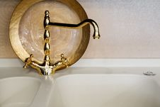 Free Faucet Of Gold Color Royalty Free Stock Images - 8218929