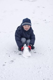 Free Child In Winter Snow Royalty Free Stock Photography - 8218937