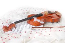Free Violin And Notes Royalty Free Stock Photography - 8219527
