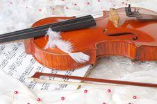 Free Violin And Notes Royalty Free Stock Photos - 8219558