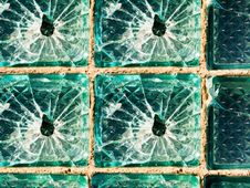 Free Cracks On Glass Royalty Free Stock Photos - 8227318