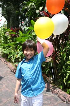 Free Boy Holding Balloons Royalty Free Stock Images - 8229739