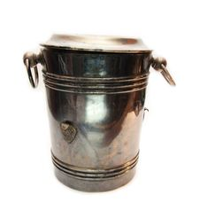 Free Old Bucket For Ice Stock Photography - 8234342