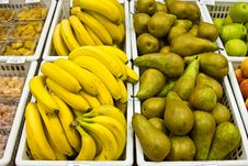 Free Bananas And Pears Royalty Free Stock Photography - 8235847
